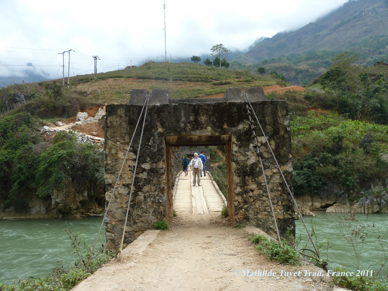 Le vieux pont sur le fleur LÔ, près de la frontière chinoise (Hà Giang). Photo:Mathilde Tuyet Tran 2011
