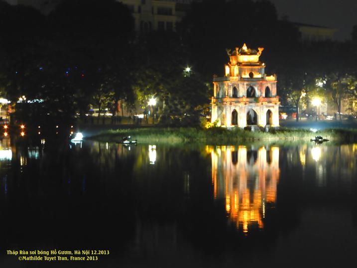 Le petit lac Ho Guom à Hanoi une belle nuit d'hiver 2013. Photo: MTT2013