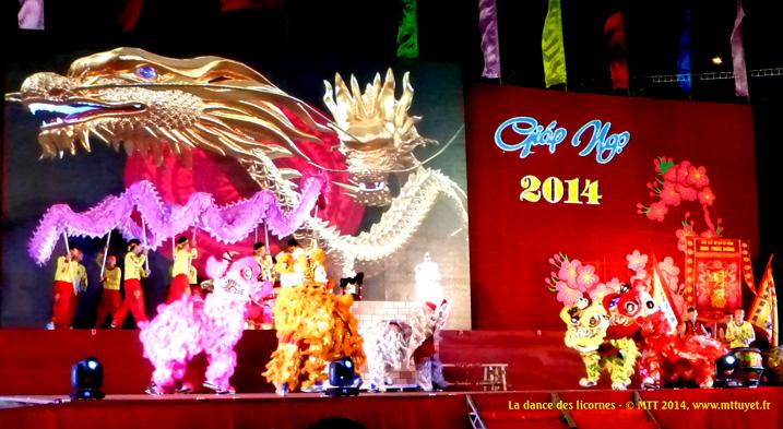 Múa lân – La fête commence traditionellement avec la dance des licornes, du cheval et du dragon – Photo: MTT 2014