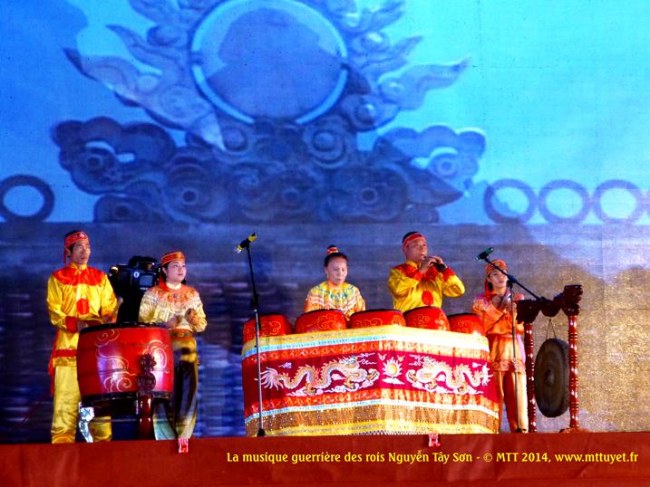 Võ nhạc Biình Định – La région de Binh Dinh est réputée pour les traditions guerrières, la musique et les rythmes stimulants les actions les combats. Photo: MTT 2014