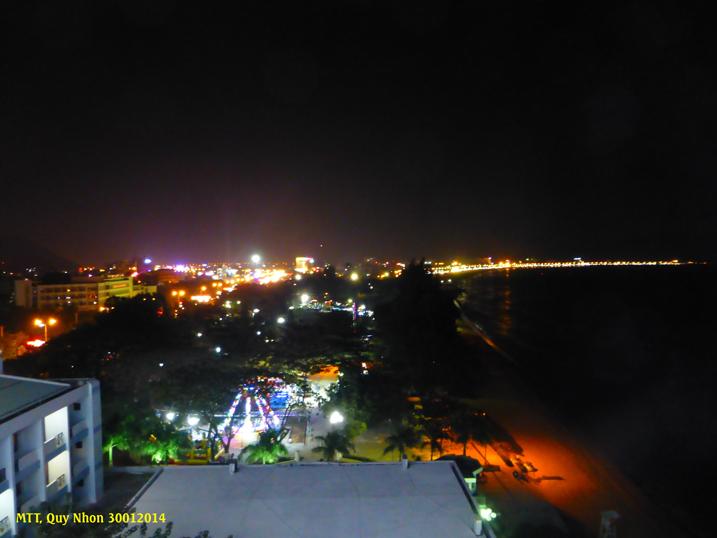 Quy Nhơn là một biển ánh sáng đêm Giao Thừa – La ville en lumière de fête ! Photo: MTT 2014