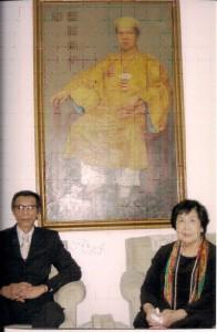Ông Bảo Ân và mẹ là bà Lê Phi Ánh tại Paris . Ảnh: gia đình Bảo Ân