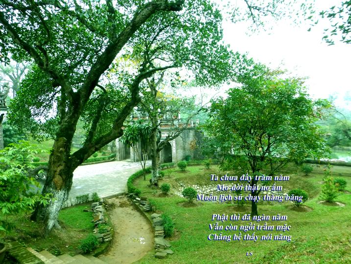 Thơ LS -Lạy Phật, Photo: Mathilde Tuyết Trần - thành cổ Cổ Loa 2014