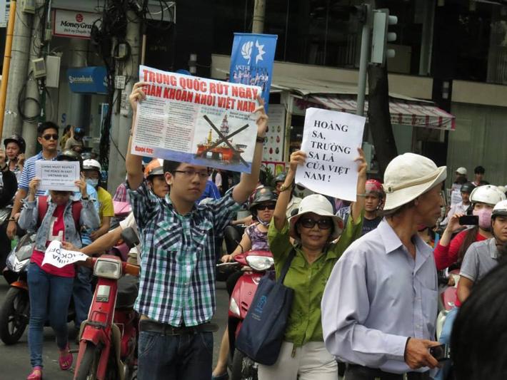 Biểu tình chống sự xâm lăng của Trung Quốc trên Biển Đong ngày 11.05.2014 tại Saigon - TPHCM