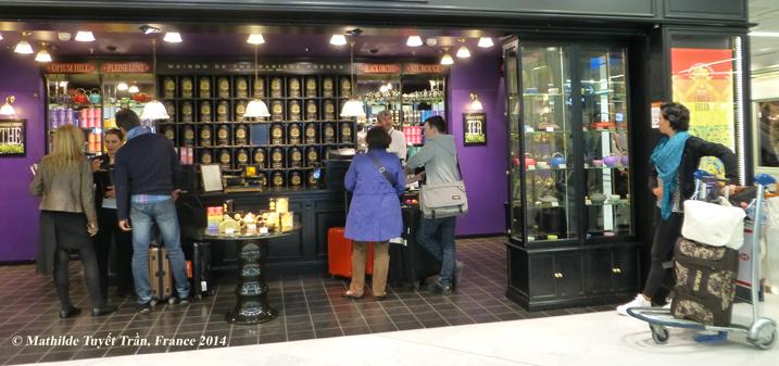 Một cửa hàng bán trà trong phi trường tại Pháp. Photo: MTT, FRance 2014