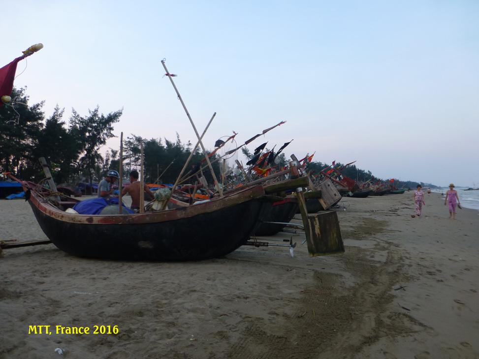 Một làng chài ở Sầm Sơn . Photo: MTT, 2016