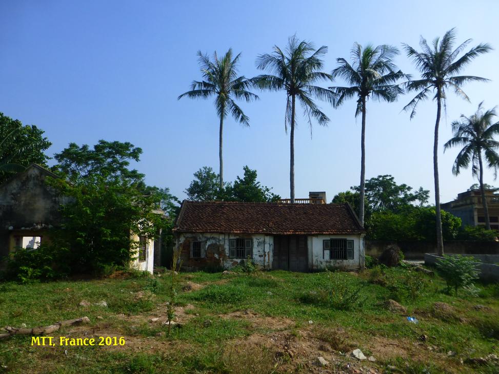 Một ngôi nhà cổ từ đầu thế kỷ thứ 18 còn sót lại ở Sầm Sơn, bỏ hoang, nhưng sẽ bị quy hoạch lấy đất xây mới