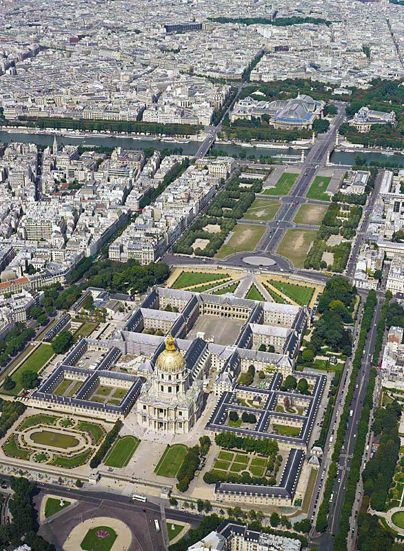 Les Invalides nhìn từ trên không